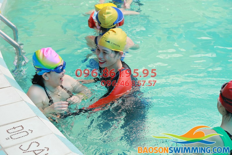 Bơi lội tác động đến sức khỏe của người cao tuổi như thế nào?