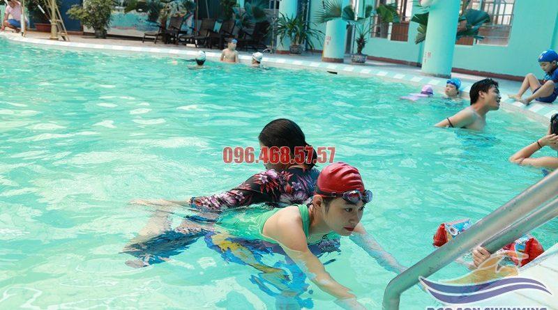 Bơi ếch đầu bị chìm và cách sửa lỗi đơn giản nhất khi học bơi