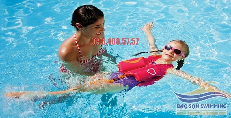 Bài tập bơi an toàn cho trẻ nhỏ