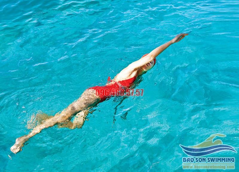 Nạp năng lượng đúng cách để bơi khỏe