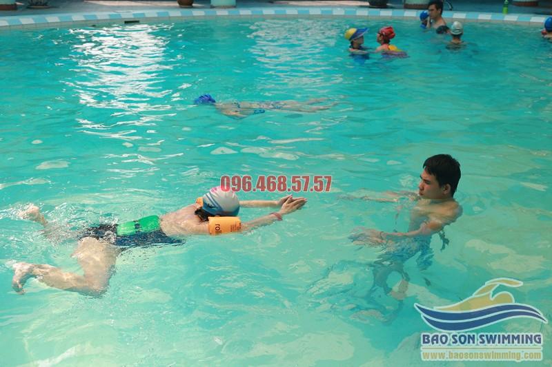 Địa chỉ học bơi ếch uy tín tại bể bơi khách sạn Bảo Sơn