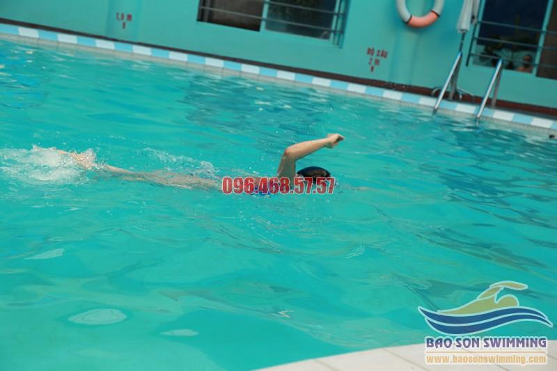 """Học bơi ngay để """"thổi bay"""" mỡ bụng nhanh chóng"""