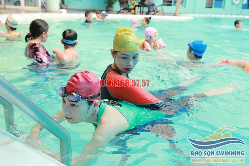 Lợi ích khi học bơi với huấn luyện viên nữ của Bảo Sơn Swimming