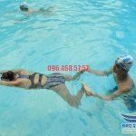 Học bơi ếch đúng cách với chuyên gia tại Bảo Sơn Swimming