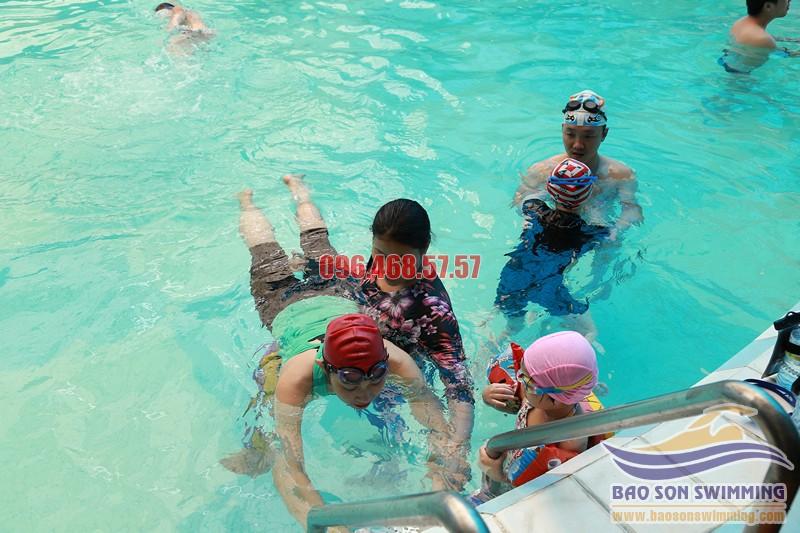 Địa chỉ dọc bơi với huấn luyện viên nữ tại bể bơi khách sạn Bảo Sơn chuyên nghiệp