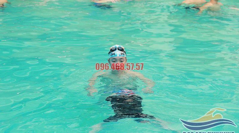 Hướng dẫn bơi ếch cho người mới học bơi