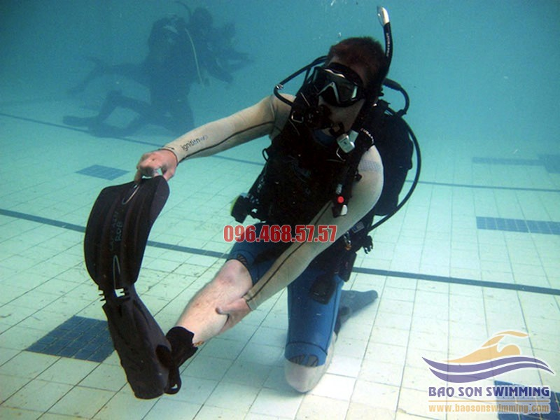 Khi bơi bị chuột rút cần xử lý như thế nào để an toàn tuyệt đối