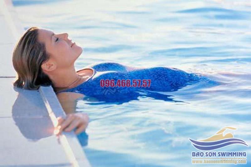 Lợi ích của bơi lội với sức khỏe bà bầu