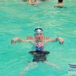 Lớp học bơi ếch tại bể bơi khách sạn Bảo Sơn uy tín, chất lượng