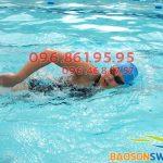 Chuyên gia dạy học bơi Bảo Sơn Swimming hướng dẫn kỹ thuật bơi sải cơ bản