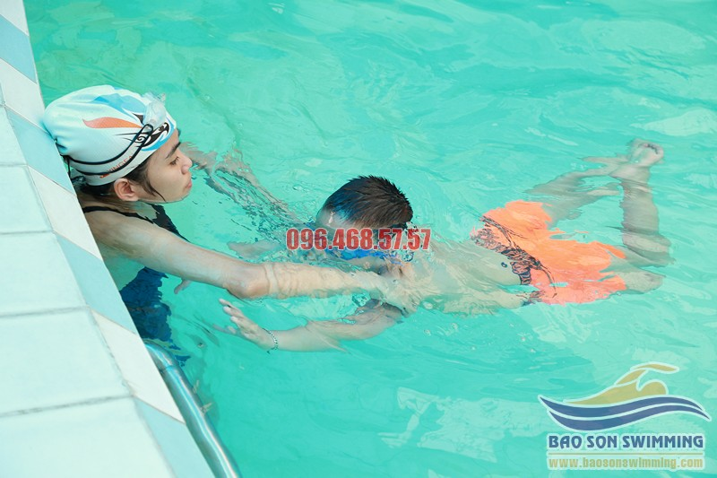 Địa chỉ dạy học bơi cơ bản bể bơi khách sạn Bảo Sơn