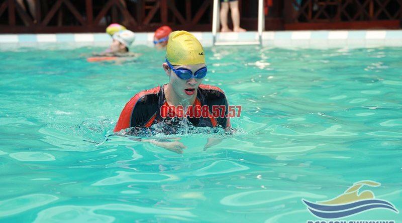 Tất tần tật các lưu ý cần nhớ khi học bơi để bơi bướm đẹp, đúng cách