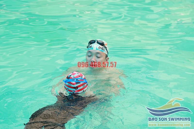 Kỹ thuật thở trong bơi ếch để bơi được lâu mà không bị sặc nước