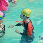Khám phá lớp học bơi cơ bản cho người trung niên tại bể bơi Bảo Sơn