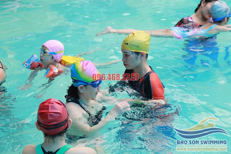 Các lớp học bơi kèm riêng cho người lớn tại bể bơi Bảo Sơn