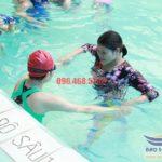 Các lớp học bơi bể bơi khách sạn Bảo Sơn cho người lớn hè 2017