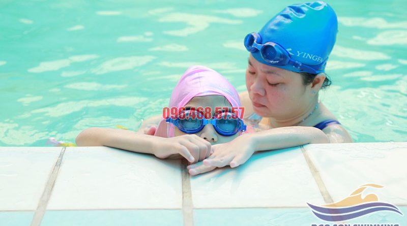Các lớp học bơi kèm riêng cho trẻ tại bể bơi khách sạn Bảo Sơn