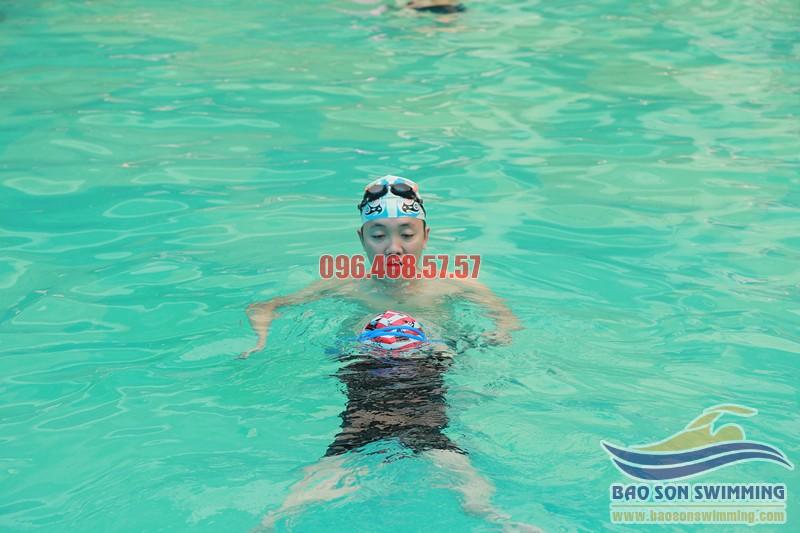 Trung tâm dạy học bơi kèm riêng bể Bảo Sơn cho trẻ từ 4 đến 5 tuổi