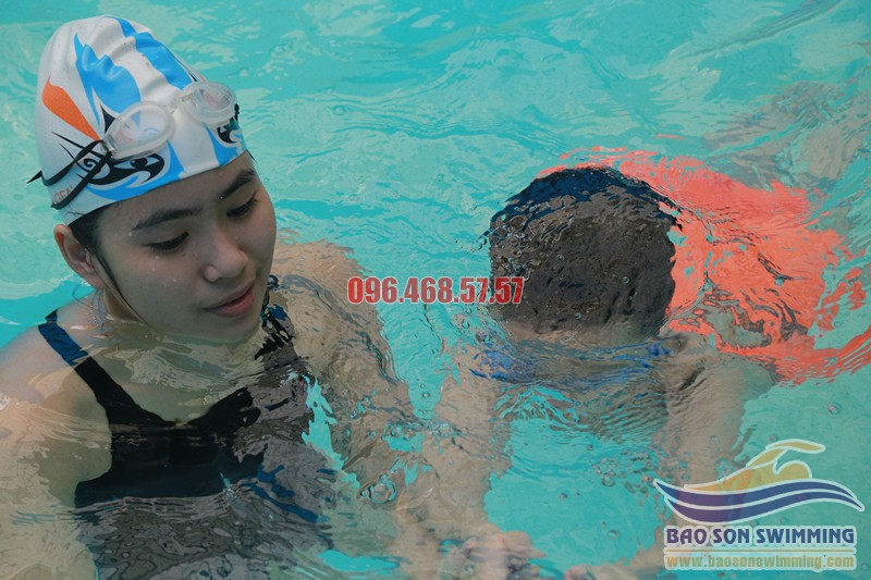 Trung tâm dạy học bơi bể bơi khách sạn Bảo Sơn kèm riêng uy tín