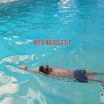 Học kĩ thuật bơi ngửa chuẩn xác cùng chuyên gia của Bảo Sơn Swimming