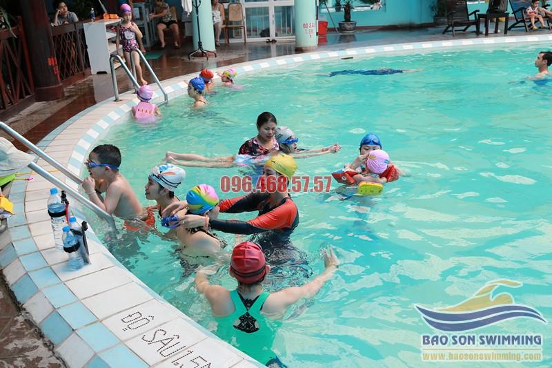Học bơi sải kèm riêng với các VĐV chuyên nghiệp bể bơi Bảo Sơn