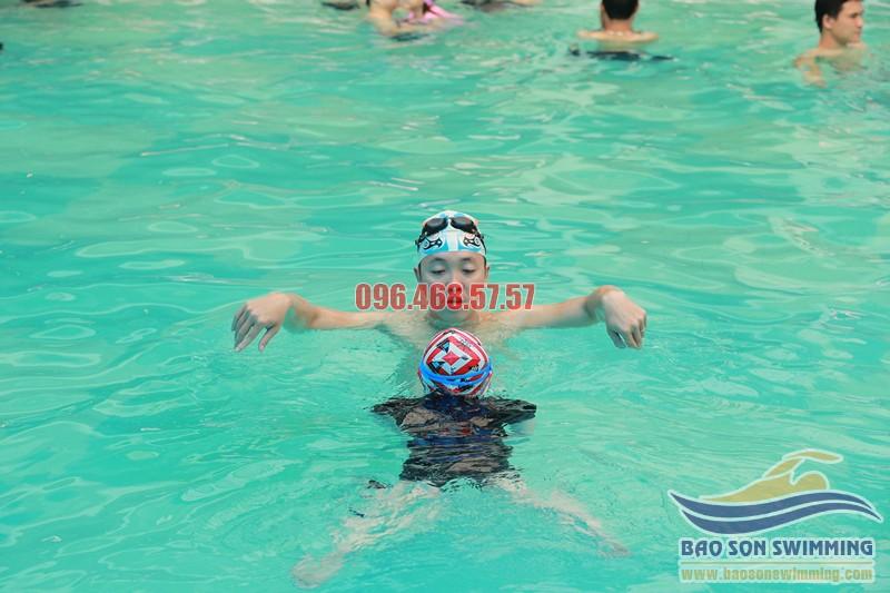 Trung tâm dạy học bơi ếch kèm riêng bể bơi khách sạn Bảo Sơn uy tín