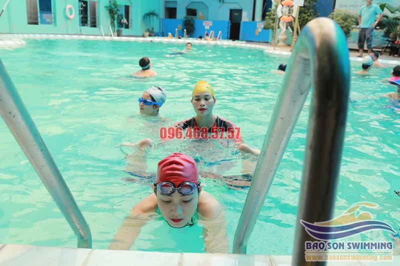 Trung tâm dạy học bơi ếch cơ bản, đúng kỹ thuật, cam kết bơi thành thạo