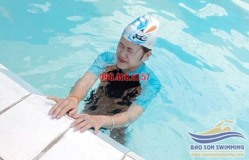 Khắc phục và tấn công nỗi lo sợ nước khi học bơi