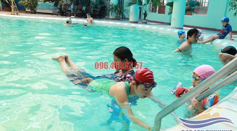 Nên đăng ký học bơi ở bể Bảo Sơn tại trung tâm dạy bơi nào?