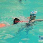Nhận dạy bơi cho trẻ em bể bơi khách sạn Bảo Sơn hè 2017
