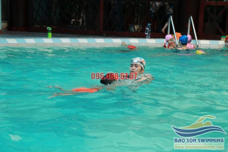 Lớp học bơi bể bơi khách sạn Bảo Sơn cho trẻ từ 4 đến 5 tuổi chất lượng cao