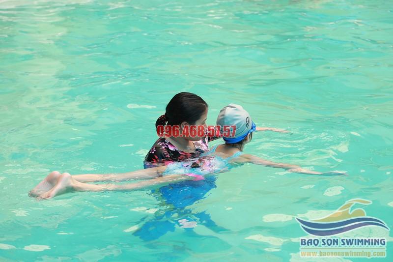 Bảo Sơn Swimming trung tâm dạy bơi kèm riêng bể bơi khách sạn Bảo Sơn uy tín