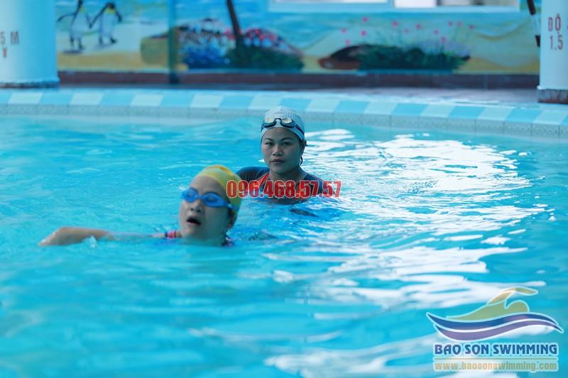 Trung tâm dạy học bơi bể bơi khách sạn Bảo Sơn uy tín hè 2017
