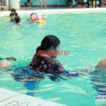 Dạy học bơi cơ bản cho người lớn bể bơi khách sạn Bảo Sơn