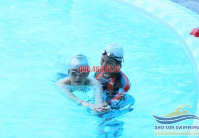 Lớp học bơi ếch cơ bản tại bể bơi Bảo Sơn hè 2017