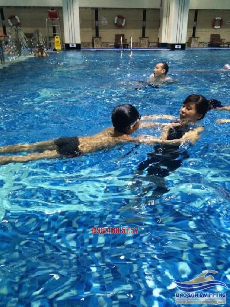 Học bơi giá rẻ, biết bơi nhanh, tự chọn huấn luyện viên tại bể Vạn Bảo