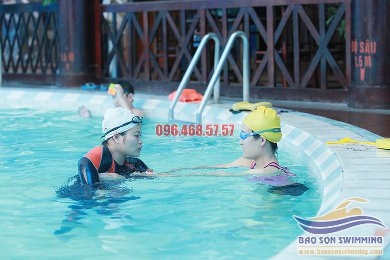 Những điều cần lưu ý khi đăng kí học bơi tại bể Vạn Bảo