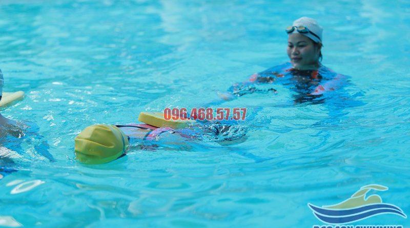 Nội dung lớp học bơi cơ bản bể khách sạn Bảo Sơn chất lượng hè 2017