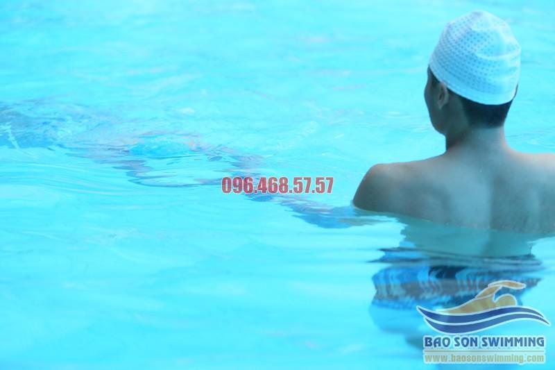 Học bơi ở bể bơi khách sạn Bảo Sơn với các VĐV bơi chuyên nghiệpHọc bơi ở bể bơi khách sạn Bảo Sơn với các VĐV bơi chuyên nghiệp