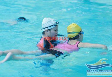 Học bơi cấp tốc tại bể bơi Bảo Sơn chi phí rẻ