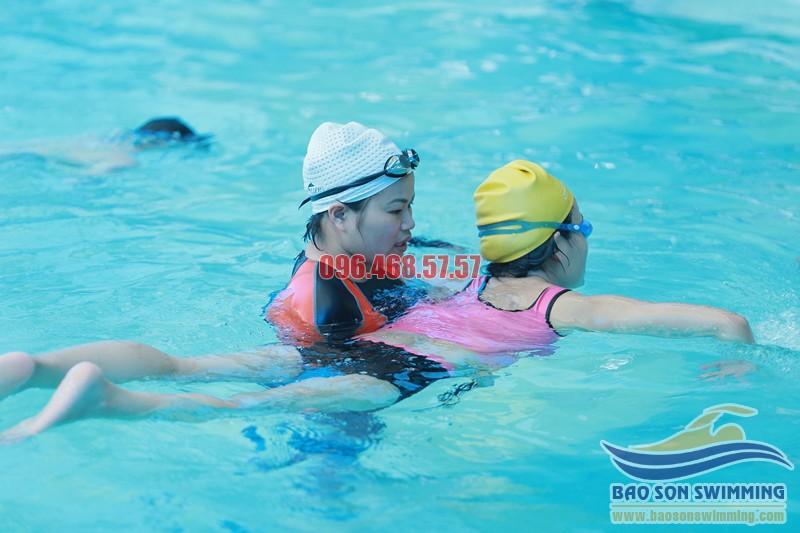 Học bơi ở bể bơi khách sạn Bảo Sơn với các VĐV bơi chuyên nghiệp