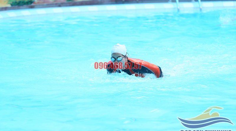 Thông tin về đội ngũ HLV hướng dẫn học bơi tại bể bơi Bảo Sơn